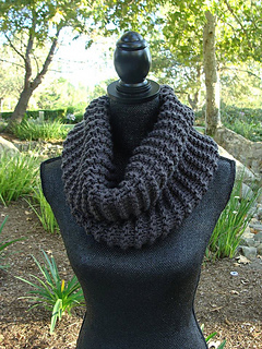 Pattern__99_chunky_knit_cowl_with_i-cord_pom-pom_tie_small2