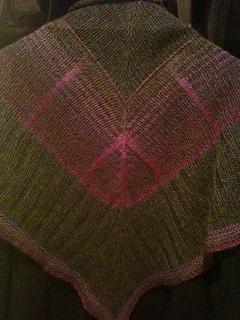 Bermuda_triangle_shawl_021_small2