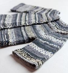 Lilla_koftan_cardigan_side_view_small