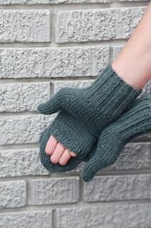 Green_mittens_-_model_3_small2
