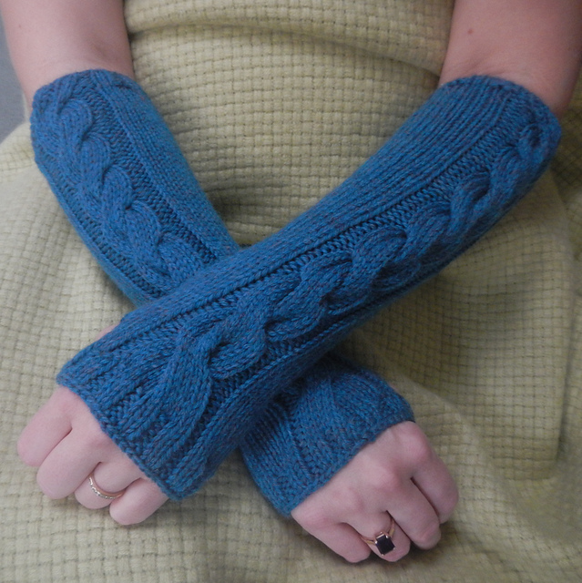 Ravelry Cwtchy Cable Armwarmers Wristwarmers Pattern By Sarah