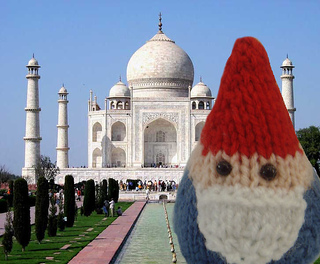 Travelling Gnome pattern by Raynor Gellatly