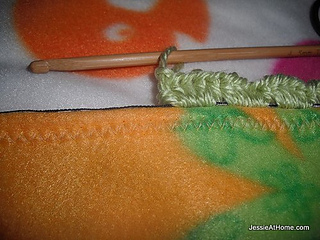 Crochet-on-boarder_small2