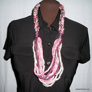 Free-crochet-pattern-chain-necklace_by_jessie-at-home_small2