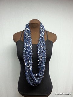 Long-blue-simple-chain-stitch-necklace_small2