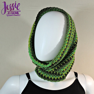 Green_gradient_cowl_free_corhcet_pattern_by_jessie_at_home_-_2_small2