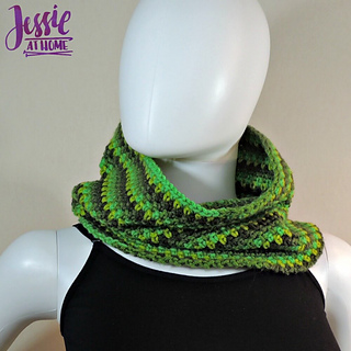 Green_gradient_cowl_free_corhcet_pattern_by_jessie_at_home_-_4_small2