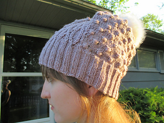 Test_knit_gold_hat_cable_small2