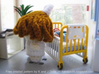 Nurse_free_doll_crochet_pattern_small2