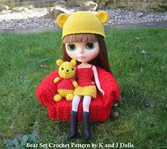 Blythe_bear_set_crochet_pattern_on_coach_small
