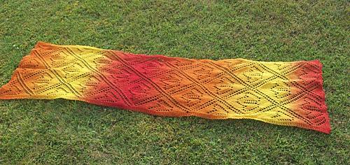 Maple_leaves_lace_scarf_pattern_medium