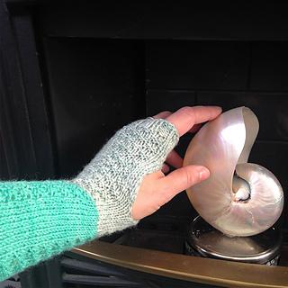 Kettle_yarn_co_brownlow_wristwarmers2_small2