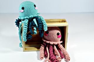 Amigurumi Jellyfish : Squid octopus jellyfish crochet patterns lovecrochet