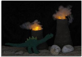 Vulkane_beleuchtet__kristina_lehne__amigurumis__dinosaurier__dinos__brontosaurier__saurier__urzeitviecher__vulkane__feuer__lava__licht__vulkanausbruch__saltasaurus_small2