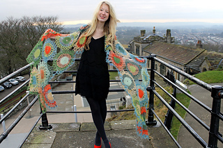 Img_1969_hannah_smiling_medallion_rose_clitheroe_castle_small2