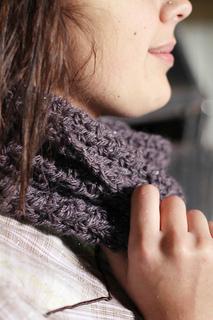 Roxanne_crochet_cowl_1_small2