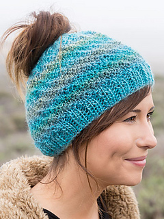 Ravelry: Messy Bun Hat pattern by Lena Skvagerson