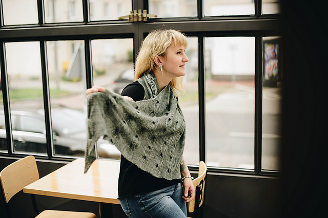 châle tricoté Sonder par Justyna Lorkowska