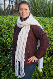 Chunky_two_sided_cable_scarf-11_small_best_fit