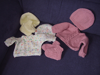 Ravelry Premature Baby S Cardigan Hat And Bootees Pattern By Lorna