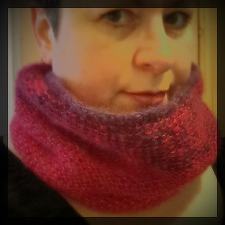 Easy_garter_stitch_neck-warmer_small2