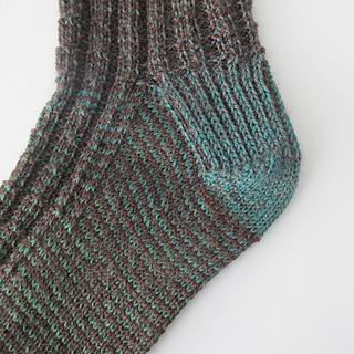 121014_green_brown_socks-3_small2