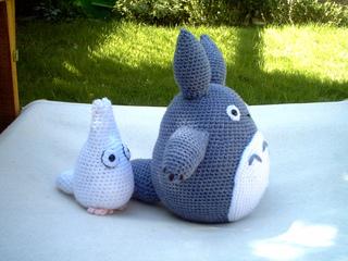 Amigurumi Totoro : Ravelry white and small blue totoro amigurumi pattern by lucy collin