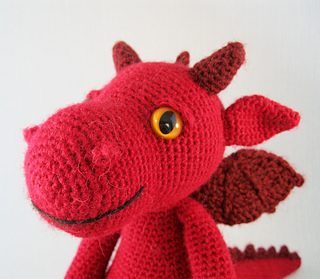 Cuddly_dragon_red_06_small2
