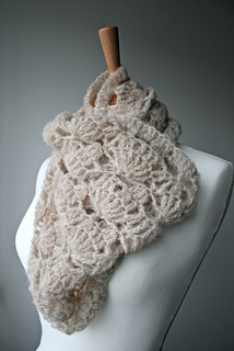 Delicate_air_weight_lace_cowl__161__2_big_small2