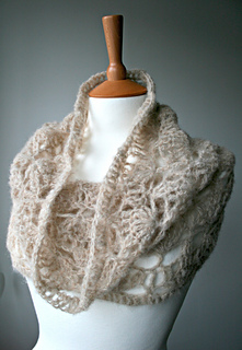 Delicate_air_weight_lace_cowl__161__3_small2