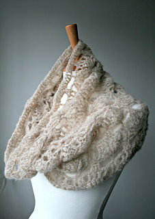 Delicate_air_weight_lace_cowl__161__5_small2