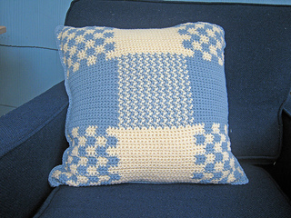 Crochetpillow_small2