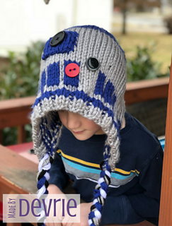 Ravelry  R2D2 Hooded Blanket and Hat pattern by MadeByDevrie 60e2f77e6b5