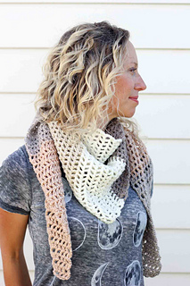 Caron-cakes-crochet-pattern-free-triangle-scarf-3_small2