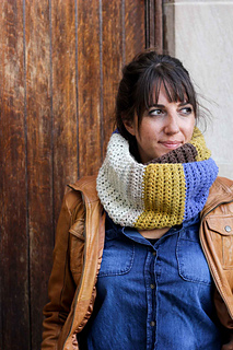 Simple-cowl-caron-cakes-yarn-free-crochet-pattern-4_small2