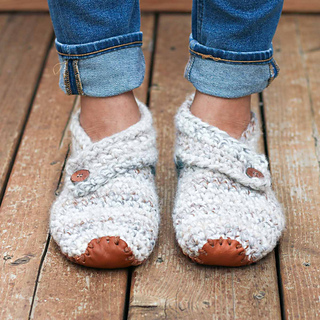 Womens-free-crochet-slippers-pattern-sq-2_small2