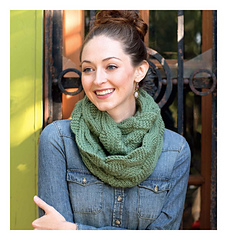 Scarf_style_2_-_cable-y_cowl_beauty_shot_small
