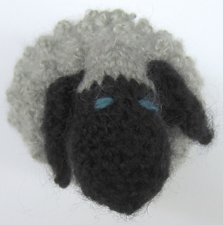 Traditional_chubby_sheep_small2