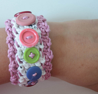 Layered_button_cuff_free_crochet_pattern_by_underground_crafter_10_small2