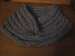 Collared_moebius_cowl_001_small2