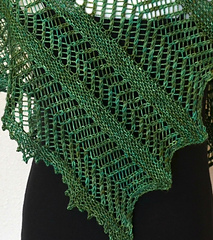 Ferns_and_lace_shawlette_pic_5_small