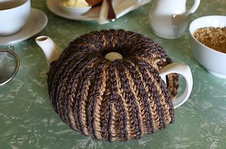 1093cf4e464 Ravelry  The Odeon Bicolour brioche (Prime Rib) tea cozy pattern by ...