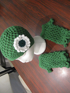 Hat_and_fingerless_gloves_set_bfs_medium_green_small2
