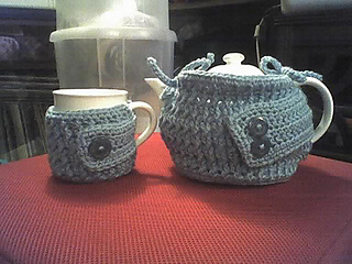 Ravelry  Cable Tea Cozy Set pattern by Anna Ness 97581c89a