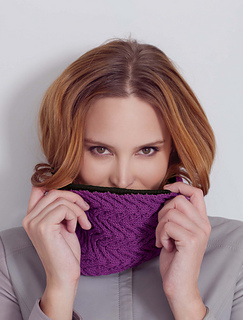 Vaness_cowl_berry_small2