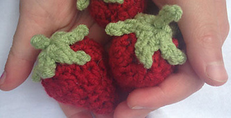 Free-crochet-strawberry-pattern-easy-tutorial_small_best_fit