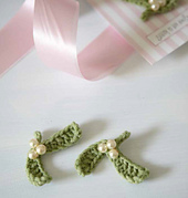 Mistletoe_brooch_small_best_fit