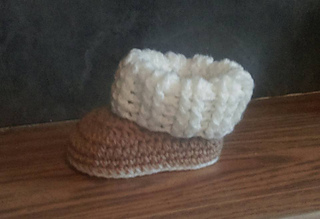 7c9fbc381bb Ravelry: Baby Ugg Style Booties pattern by Jinty Lyons