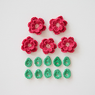 Crochet-flowers-double-layer-flower-crochet-pattern-leaf-mollie-makes-spring-wreath_small2