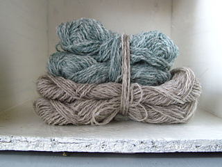 Shellies_yarn_stacked_heritage_and_spindrift_small2